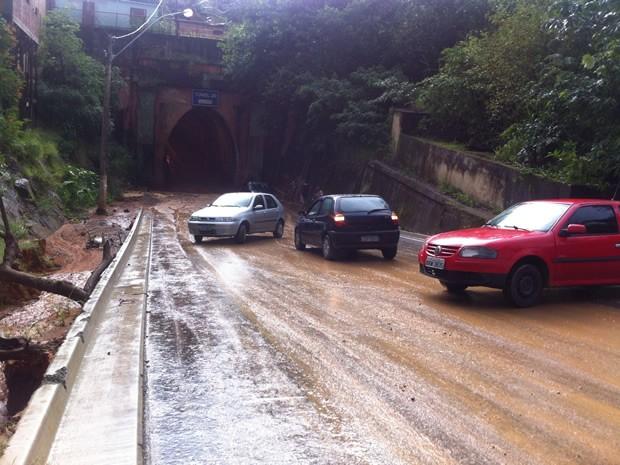 Motoristas enfrentaram transtornos por causa da lama (Foto: Arquivo Pessoal/Leonam Rafael de Freitas)