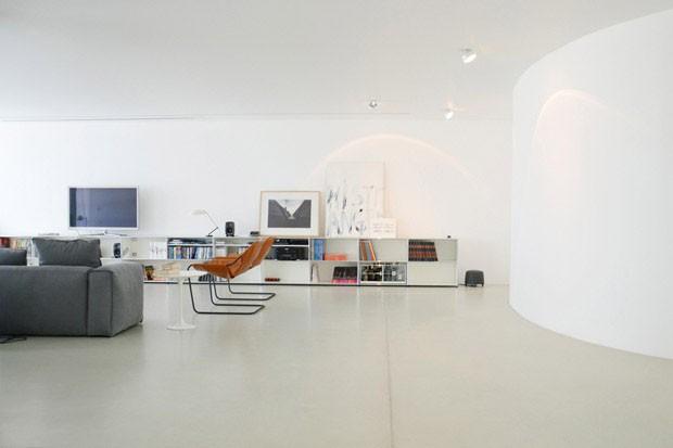Curvas minimalistas definem lar liban s casa vogue interiores - Gekleurde muren keuken met witte meubels ...