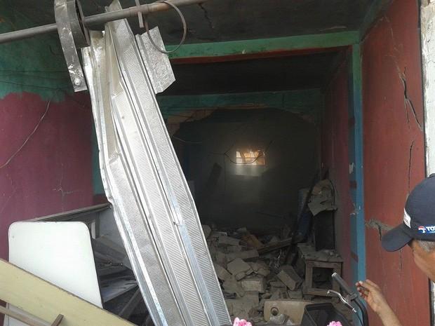 Imóvel é destruído em Planalto, na Bahia (Foto: Tito Notícias/Blog do Anderson)