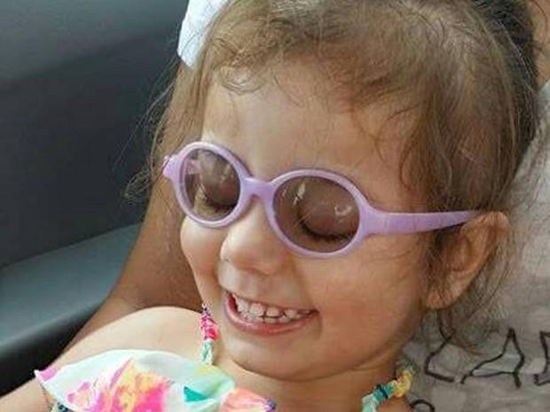 Nicolly agora usa óculos (Foto: Daiana Pereira/Arquivo Pessoal)