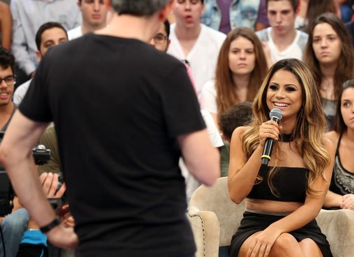 Serginho Groisman entrevista a cantora Lexa no Altas Horas (Foto: Carol Caminha/Gshow)