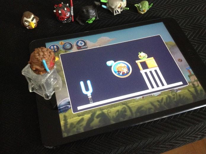 Funcionamento do Angry Birds com Telepods (Foto: Felipe Vinha)