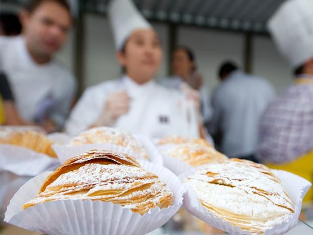 Pães recheados e doces foram uma das opções da feira (Foto: Flávio Moraes/G1)