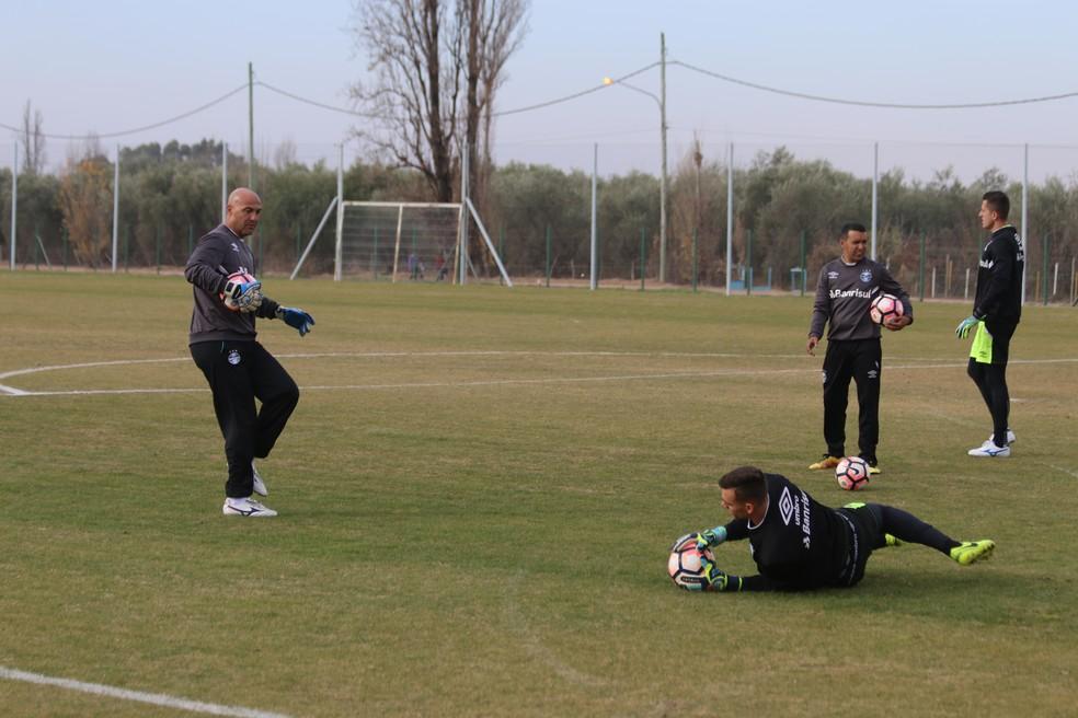 Rogério Godoy em treinamento com os goleiros em Mendoza, na Argentina (Foto: Eduardo Moura)