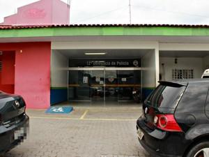 Caso foi registrado no 12º DIP, na Zona Centro-Sul de Manaus (Foto: Suelen Gonçalves/ G1 AM)