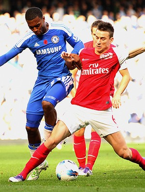 Koscielny arsenal  Sturridge chelsea (Foto: Agência Getty Images)