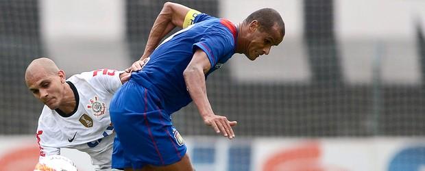 Rivaldo marca, mas Azulão cede empate (Mauro Horita/Agência Estado)