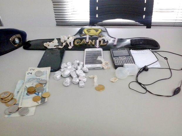 Drogas foram apreendidas com adolescentes de 13, 14 e 17 anos em Piracicaba (Foto: Divulgação/GCM)