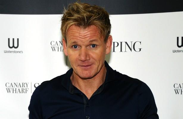 Gordon Ramsay, o temido chef dos reality shows gastronômicos, treinou profissionalmente numa equipe de futebol na Inglaterra quando jovem. Porém acabou sofrendo um acidente antes mesmo de estrear em campo e, aos 19 anos, decidiu se dedicar à cozinha. Ramsay está com 48 anos de idade e, em 2013, abriu um café em Londres em sociedade com o ex-jogador David Beckham. (Foto: Getty Images)