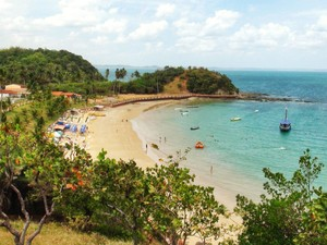 Vista da Ilha dos Frades a partir do local onde fica a Igreja de Nossa Senhora de Guadalupe. (Foto: Maiana Belo/G1 BA)