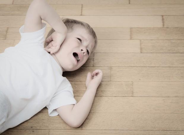 Criança sentindo dor (Foto: Thinkstock)