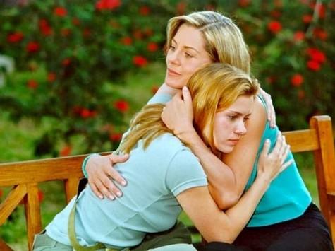 (Foto: Vera Fischer e Carolina Dieckmann em cena de 'Laços de família'/ Foto: TV Globo)