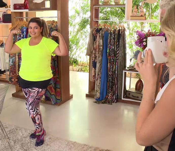 Fabiana Karla experimenta look fitness (Foto: TV Globo)