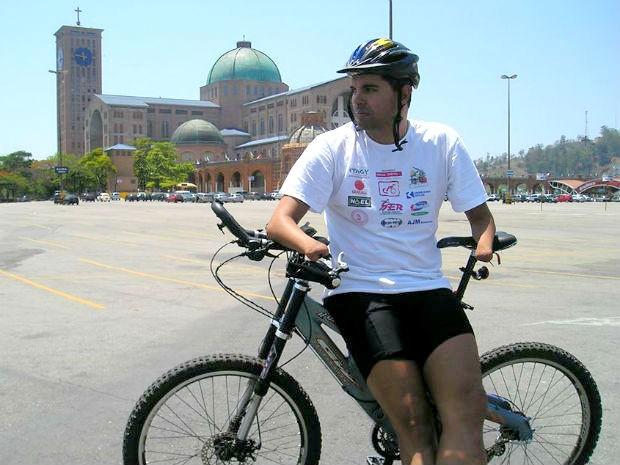 Daniel prometeu para a mãe, que estava com câncer, que iria de bicicleta até o Santuário Nacional de Nossa Senhora Aparecida, em São Paulo (Foto: Daniel Auer Dias/arquivo pessoal)