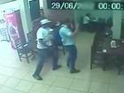 Dupla assalta clientes em restaurante na zona sul de São José; veja vídeo