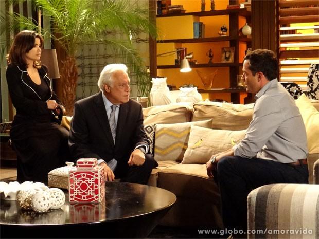 César descobre que Bruno também desconfia de Félix (Foto: Amor à Vida/TV Globo)