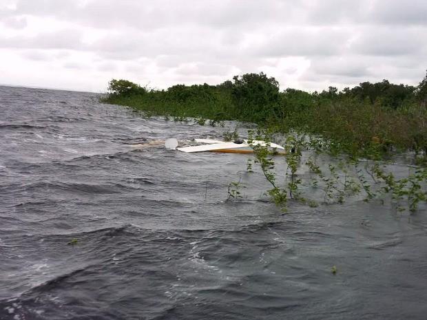 Pane em hidroavião avião deixou pessoas ilhadas no Rio Negro  (Foto: Divulgação/Batalhão Ambiental )