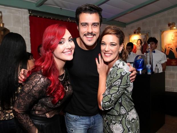 Josie Pessôa com Daniel Rocha e Adriana Birolli em restaurante na Zona Oeste do Rio (Foto: Anderson Borde/ Ag. News)