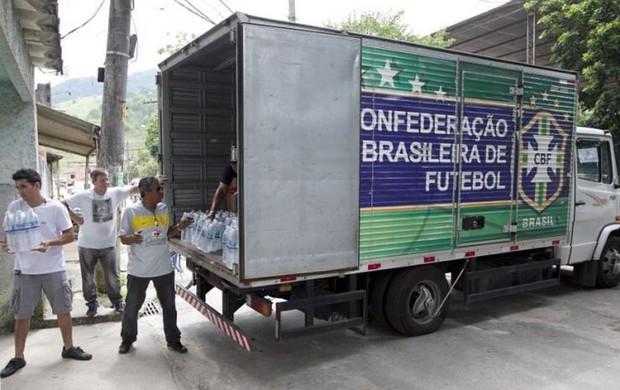 CBF Doação Xerem Zeca Pagodinho (Foto: Rafael Ribeiro / CBF)