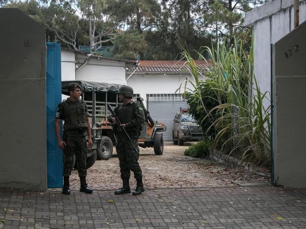 Exército faz simulação de ocupação em sede da Sabesp  (Foto: Taba Benedicto/Agência O Dia/Estadão Conteúdo)