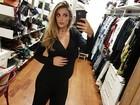 Rafa Brites mostra barrigão de grávida em foto no closet