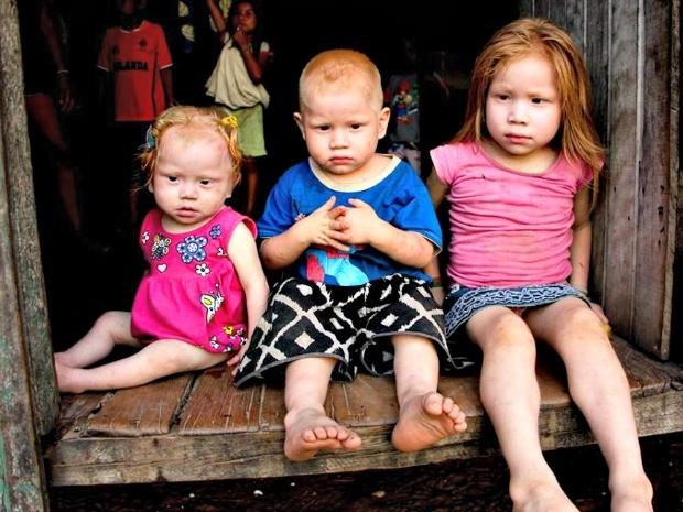 Vanessa, Orlando e a pequena Eleiana, de 5, 3 e 1 são os caçulas de oito filhos do casal Elza (Foto: Sandra Brito/Arquivo Pessoal)