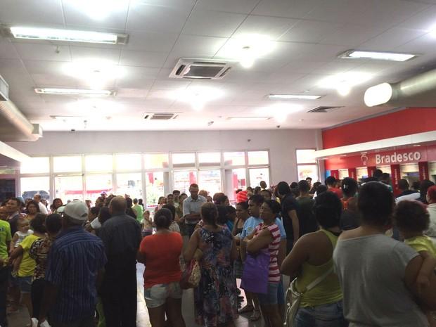 Agências ficam lotadas após fim da paralisação (Foto: Paula Nunes/G1)