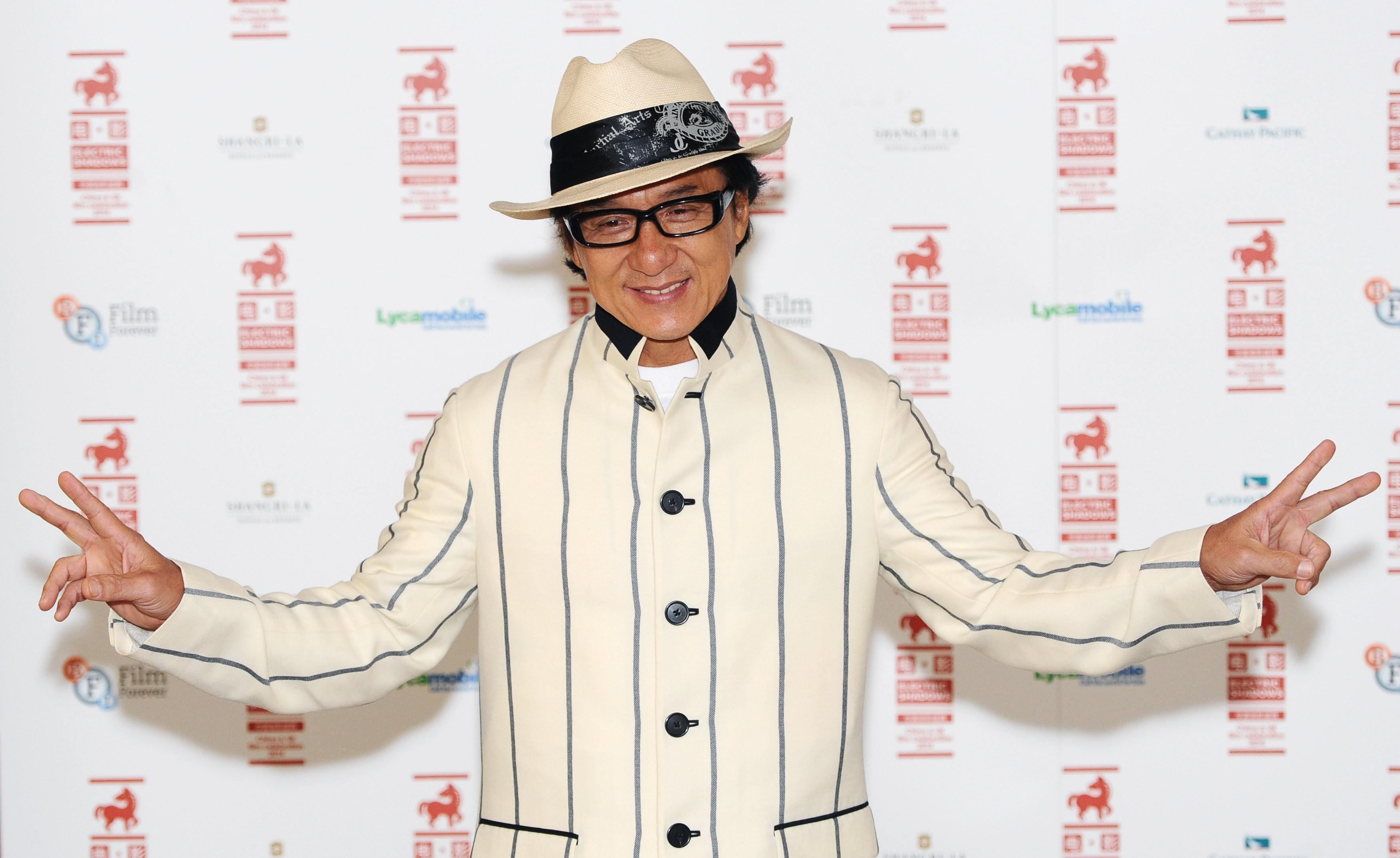 Famoso por não utilizar dublês em suas cenas de ação, Jackie Chan quebrou o tornozelo nas gravações de 'Arrebentando em Nova York'. (Foto: Getty Images)