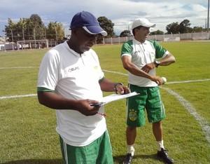 Técnico Luiz Carlos e o preparador físico Paulo Sousa (Foto: Rogério Rodrigues/Divulgação)