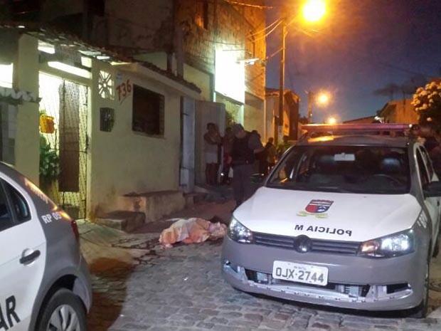 Crime aconteceu por volta das 17h, em Mãe Luíza (Foto: Heloísa Guimarães/G1)
