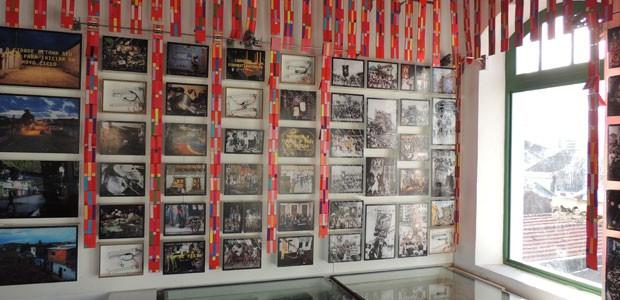 Fotos, flabelos, estandartes colorem terceiro piso do Paço (Foto: Kety Marinho/ TV Globo)
