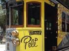 Bonde histórico ganha grafite em homenagem ao Rei Pelé em Santos