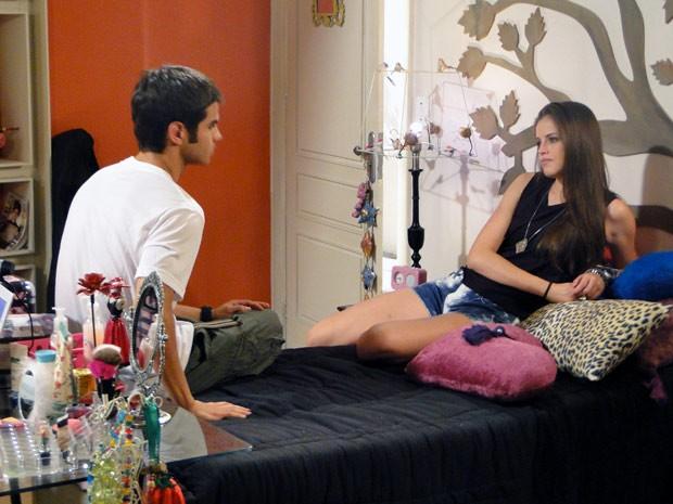 Gil visita Ju, mas a it-girl não quer nada com o grafiteiro (Foto: Malhação / TV Globo)