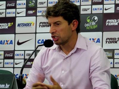 Tcheco, técnico do Coritiba, em entrevista (Foto: Fernando Freire)