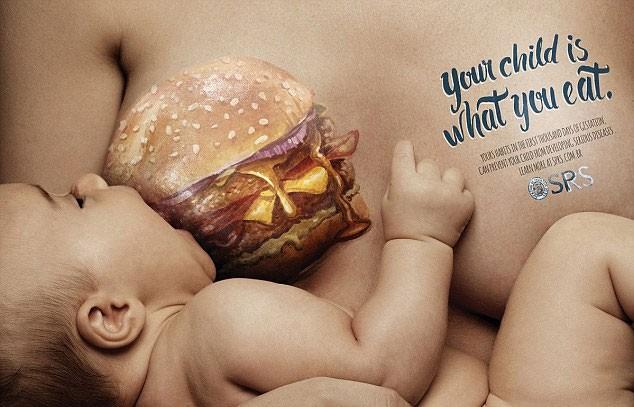 """Já imaginou um bebezinho """"mamando"""" um hambúrguer desses? (Foto: Reprodução/SPRS)"""