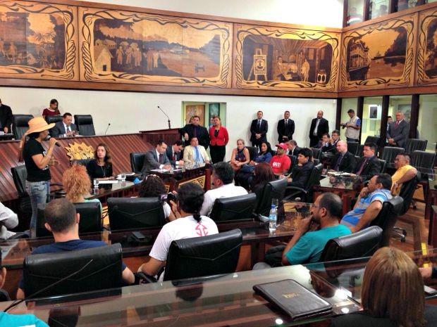 Professores foram recebidos na Aleac, em Rio Branco  (Foto: Caio Fulgêncio/G1)