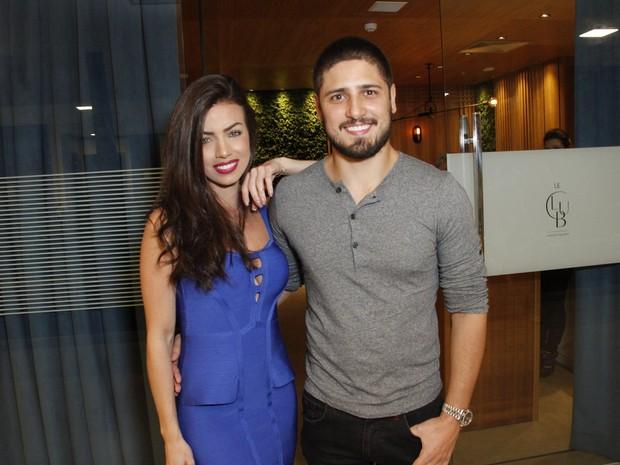 Daniel Rocha e a namorada, Laise Leal, em festa na Zona Oeste do Rio (Foto: Marcos Ferreira/ Brazil News)
