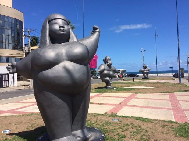 Escultura das 'gordinhas' ficam no bairro de Ondina, em Salvador (Foto: Maiana Belo/G1)