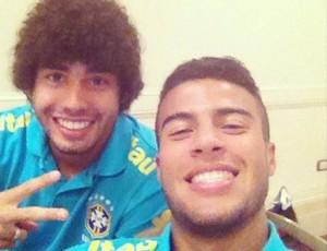 Rafinha Alcântara e Bruno Mendes na Seleção sub-20 (Foto: Reprodução/Twitter)