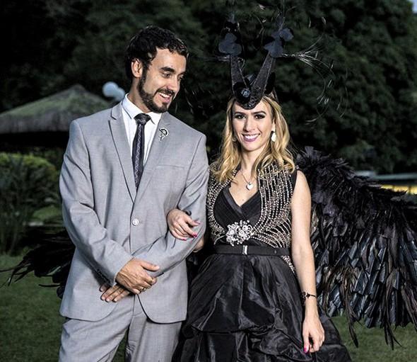 """Gabriel e Tatá na pele do excêntrico casal Leozinho e Fedora, de Haja coração: """" (Foto: Reprodução/ TV Globo)"""