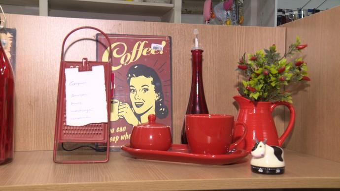 Dupla mostra como reiventar objetos na decoração (Foto: TV Bahia)