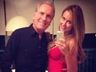 Roberto Justus posa com a namorada: 'Prontos para sair'