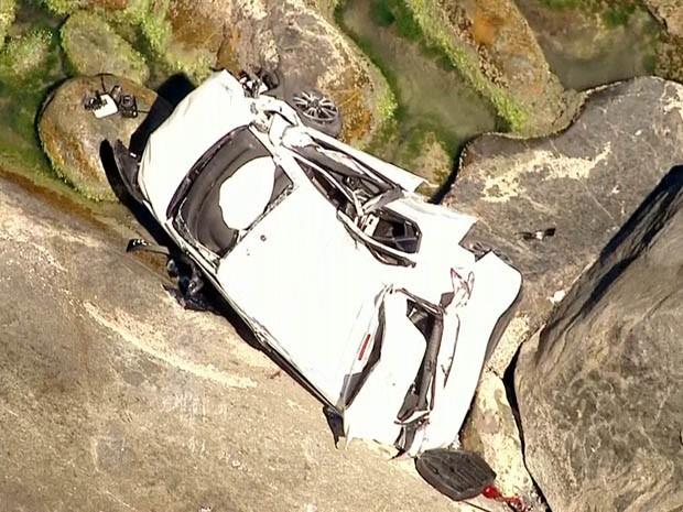 A motorista foi resgatada por bombeiros. (Foto: Reprodução/ TV Globo)
