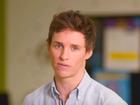 Eddie Redmayne participa de campanha para ajudar jovens gays