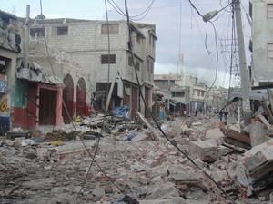 Boulevard Jean-Jacques Dessaline, no centro de Porto Príncipe, capital do Haiti. A via foi uma das mais atingidas pelo terremoto de janeiro de 2010 e, na ocasião, muitos de seus prédios ficaram em ruínas. (Foto: Tahiane Stochero/G1)
