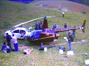 Momento da prisão dos envolvidos no transporte de 445 kg de droga, em Afonso Cláudio. (Foto: Reprodução/TV Gazeta)