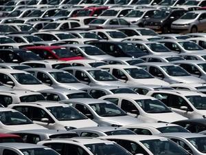 -HN- Carros no pátio da montadora Volkswagen em São José dos Campos, no interior de São Paulo (Foto: Roosevelt Cassio/Reuters)