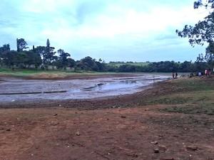 Nível de reservatório preocupa moradores em Sumaré, SP (Foto: Mayara Alexsandra/VC no G1)
