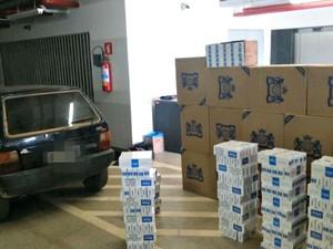 Carro apreendido estava carregado com mais de 11,2 mil maços de cigarro contrabandeados da Bolívia (Foto: Divulgação/PRF-AC)