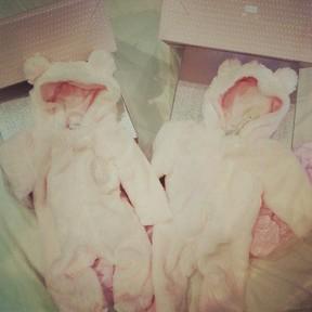Leandro, do KLB, posta foto de roupinhas de bebê (Foto: Instagram / Reprodução)